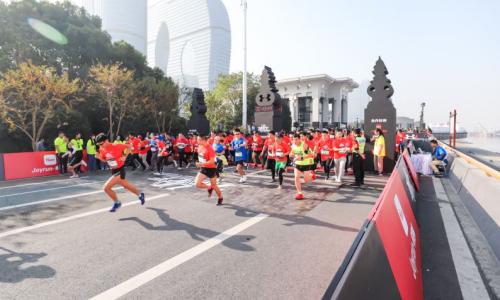 """專業鑄就""""變強之路"""" 2019 UA RACE 10公里競速跑杭州鳴槍開跑"""